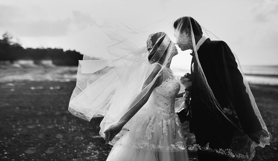 Wetswijziging huwelijk is neoliberale maatregel